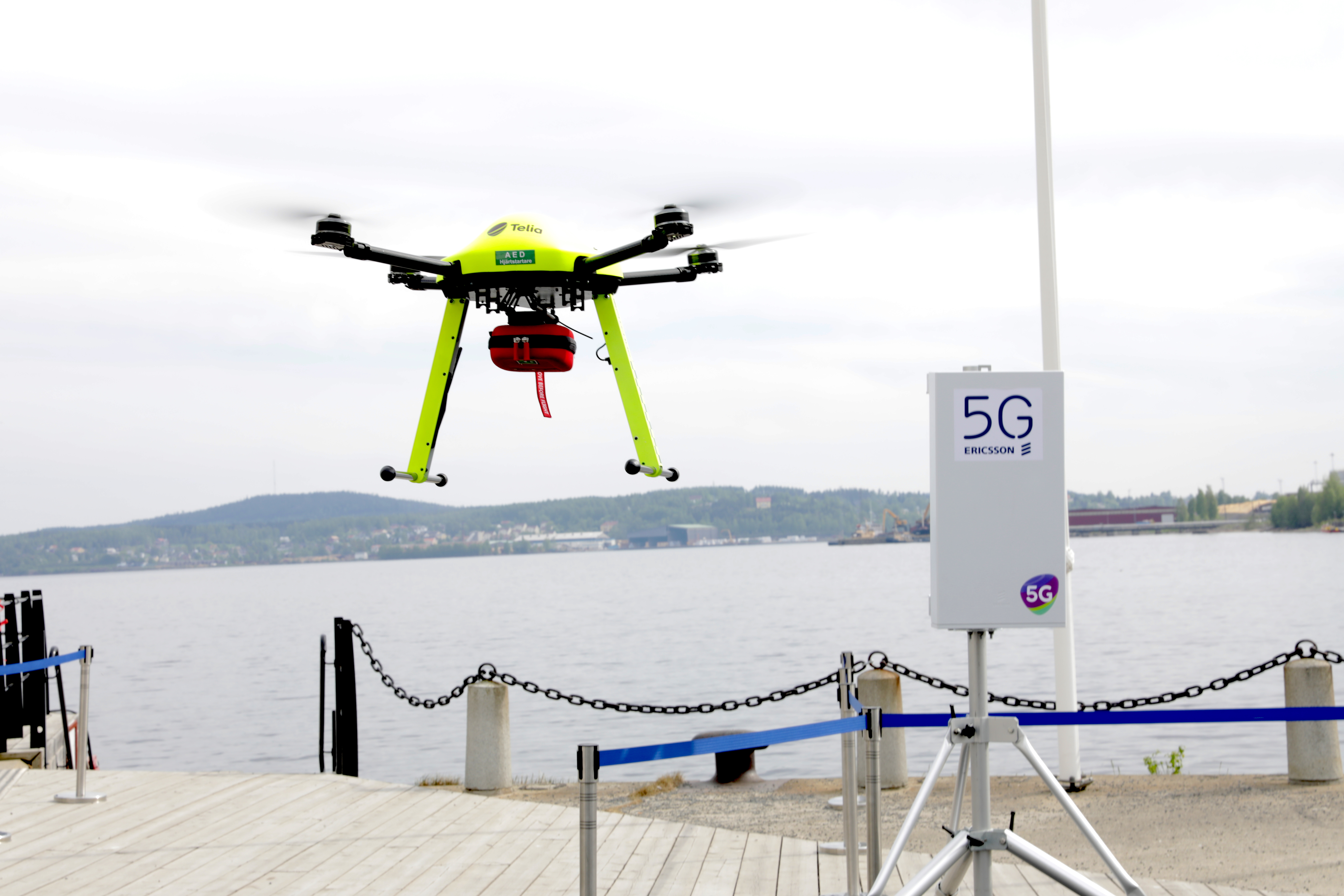 Airborne defibrillators showed Nordic ministers the future with 5G